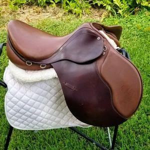 """Courbette Cresta 17"""" saddle NEW"""